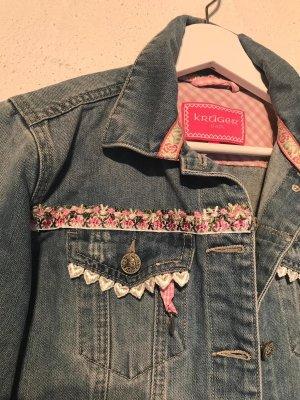 Stylische Jeansjacke im Trachtenlook