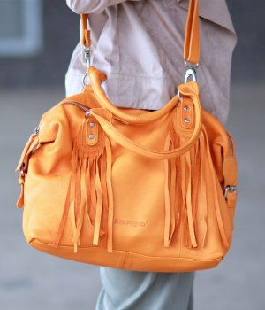 Stylische Leder Handtasche orange von Airfield Top