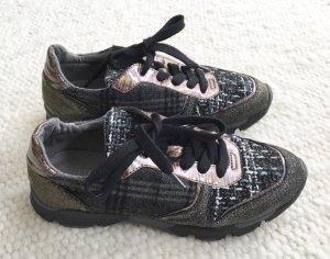 Stylische Low Sneaker grau von Bullboxer Modell Siloua Gr. 37 TOP