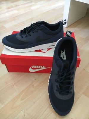 Stylische Nike Schnürsneaker in dunkelblau Größe 41