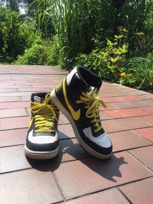 Stylische Nike Sneakers, EU41, neuwertig