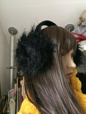 Stylische Ohrwärmer aus Kunstfell