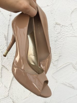 Stylische PUMPS in Camel von BCBG