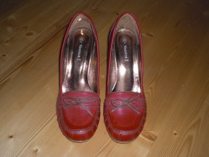 stylische Pumps in rot
