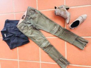 Stylische Röhren-Jeans im Used-Look