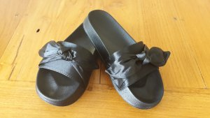Stylische Sandalen mit Schleife