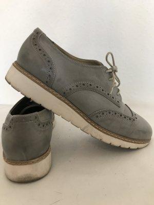 Stylische Schuhe in grau