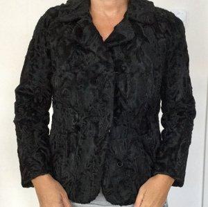 Stylische schwarze Echtfelljacke für zierliche Frauen