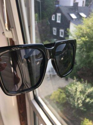 Stylische schwarze Sonnenbrille