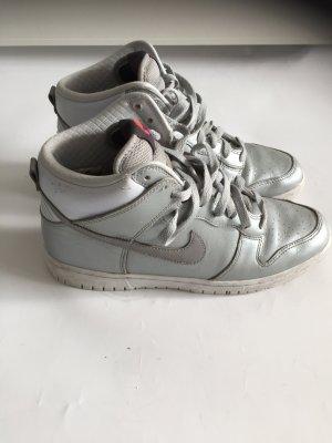 Stylische silberne Nike Air Force 1 Gr. 40