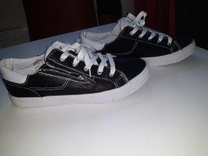 Stylische Sneaker 40 John Baner neu