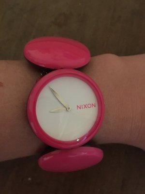 Stylische Uhr von Nixon