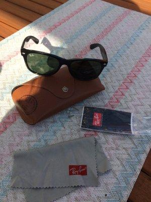 Stylische Wayfarer Sonnenbrille von Ray Ban!