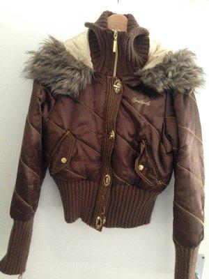 Stylische Winterjacke mit schönen Details + kleine Überraschung