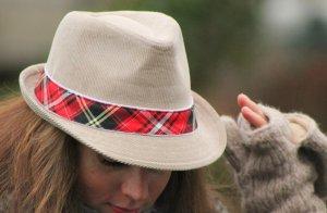 Stylischer Damen Hut beige aus Cord von Moshiki super Zustand