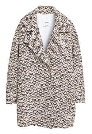 stylischer Mantel von Mango