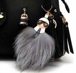 Stylischer Schlüssel-/Taschenanhänger Karl Lagerfeld, der Pompon ist aus Waschbär und die Quaste aus Leder NEU