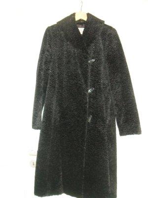 Stylischer schwarzer Wintermantel