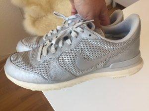 Stylischer Sneaker: Nike - Internationalist in Silber