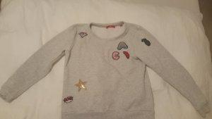 stylischer Sweater mit Patches