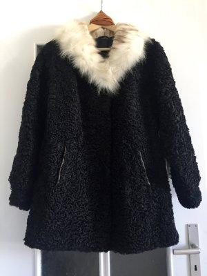 Stylischer vintage Mantel mit Pelzkragen in schwarz