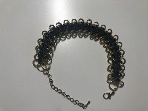 Stylisches Armband mit schwarzen Strass