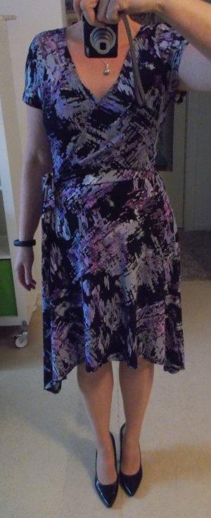 Stylisches Kleid Gr. 38 schwarz gemustert