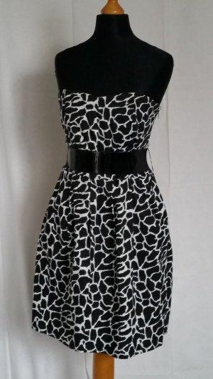 Stylisches Kleid mit Eingrifftaschen und Gürtel