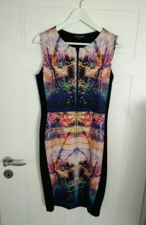 Stylisches Kleid von Ana Alcazar im Retrostil