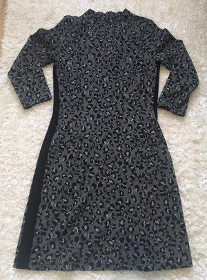 Stylisches Leo Jacquard Kleid mit Wollanteil von More & More Gr. 36 wie Neu