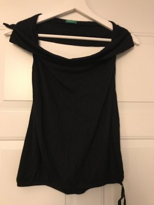 Benetton Top cut out negro