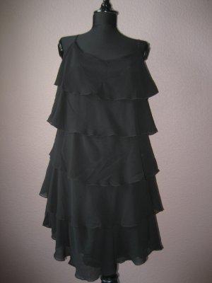 Stylisches schwarzes Volantkleid
