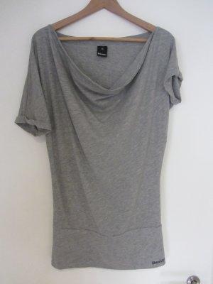 Stylisches Shirt mit asymmetrischen Ärmeln, Größe S