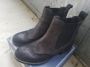 stylish Italian ankle boots leather