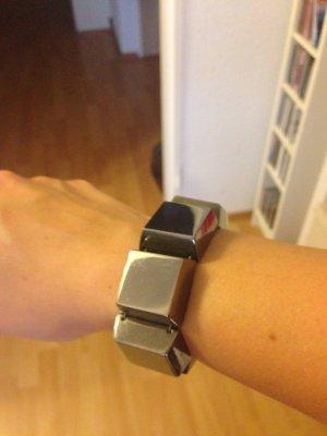 Stylishes und rockiges Armband von Mango