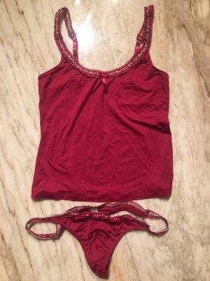 Conjunto de lencería rojo oscuro