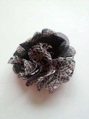 Süße Ansteckblume als Brosche oder fürs Haar von Bijoux Brigitte