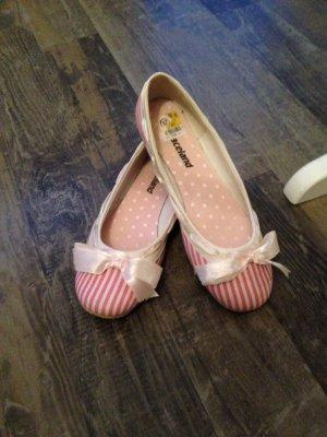 Süße Ballerinas mit Schleifchen