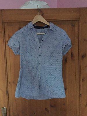 Süße blau-gestreifte Bluse mit Punkten