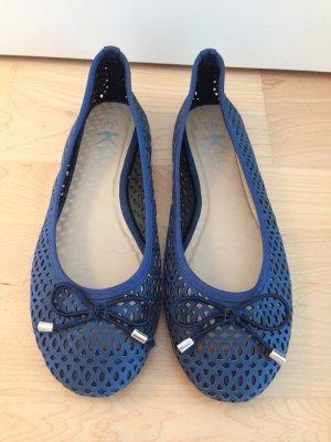 Süße blaue Ballerinas mit Schleife