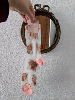 Süße Blumenstickerei Socken. transparent