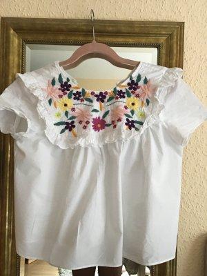 Süße Bluse mit Blumen