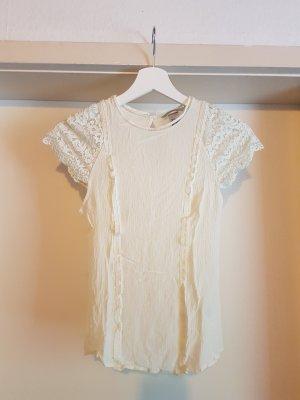 süße Bluse mit feinem Sppitzenkragen und Ärmeln aus floraler Spitze