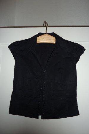 Süße Bluse mit Häckchenverschluss