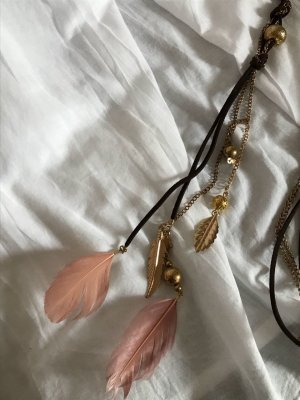 süße Boho Kette mit rosa Federn