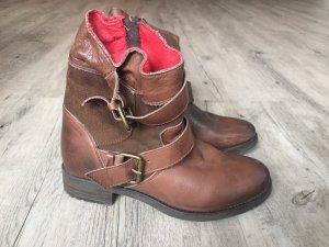 Süße braune Buffalo Boots