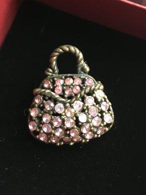Süße Brosche in Taschenform