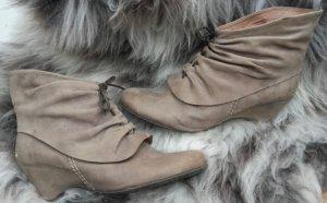 Süße, graue Leder Stiefelette