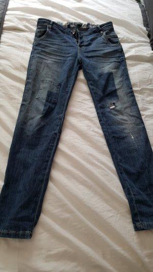 süße Guess Jeans im angesagten Look