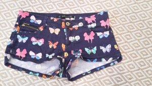 Süße Hotpants mit Schmetterlingen